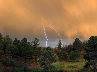 обои Молнии на природе шикарно выглядит фото