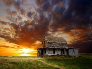обои Заброшенный дом в поле фото