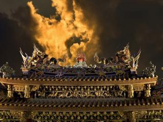 обои Огненное небо над китайским домом фото