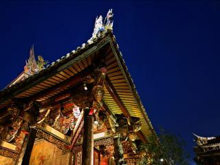 обои Китайский домик на фоне синего неба фото