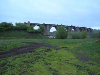 обои Мост в деревне оставшийся от войны фото