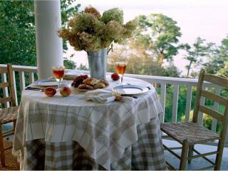 обои Интерьер столик на балконе фото