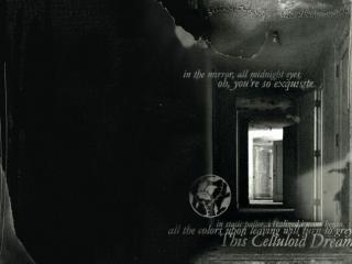 обои Дверной проём в чёрном доме фото