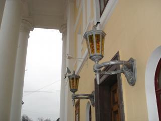 обои Фонари над входом в драматический театр фото