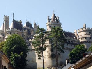 обои Огромный замок во Франции фото