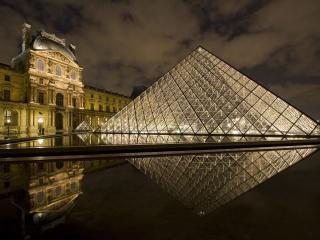 обои Пирамида у Лувра,   Ночь фото
