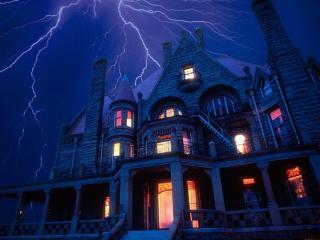 обои для рабочего стола: Замок в ночи и молния