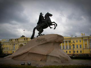 обои Памятник известному человеку фото