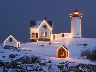 обои Новогодний маяк в снегу фото