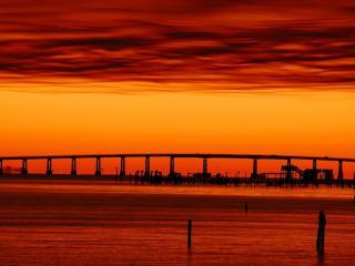 обои Красная заря над мостом фото