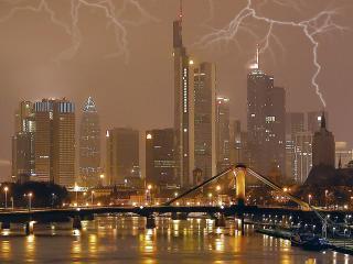 обои Молния над городом фото