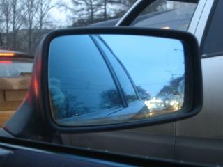 обои Взгляд в зеркало заднего вида фото