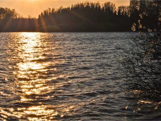 обои Вечер,   река,   солнце фото
