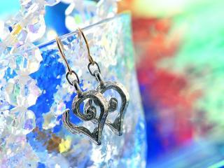 обои Сережки в виде сердец фото