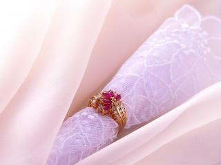 обои Золотое кольцо рубинами фото