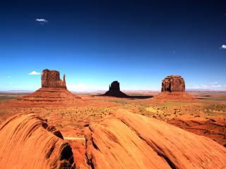 обои Жаркая пустыня с горами фото