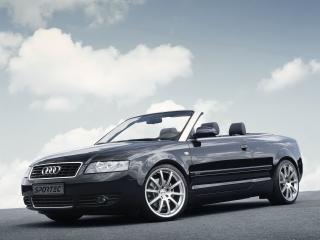 обои Audi A4 вид в движении на скорости фото
