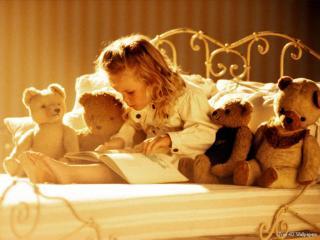 обои Девочка и медвежата фото