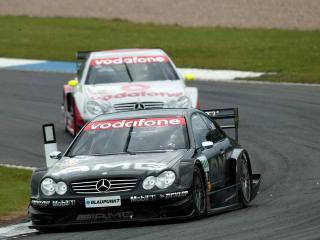 обои Mercedes CLK DTM   вид с камеры на фоне трекка фото