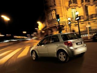 обои Suzuki SX4 в ночном городе фото