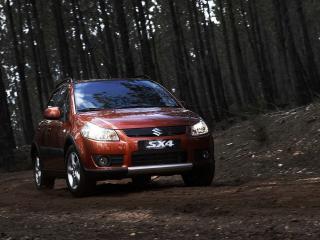 обои Suzuki SX4 в лесу фото
