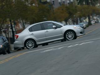 обои Suzuki SX4 на перекрёстке фото