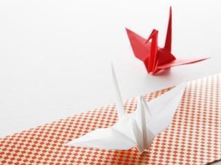 обои Оригами,   две игрушки,   одна белая другая красная фото