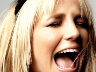 обои Britney Spears - Out From Under фото