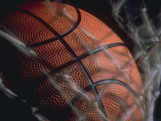 обои Shooting a basketball фото