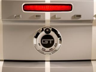 обои Ford Mustang вид эмблемы автомобиля с другого ракурса фото