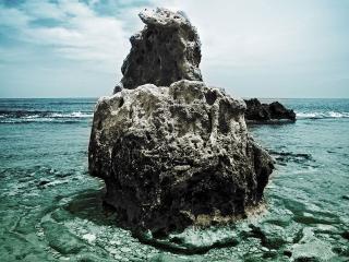 обои Изваяние на берегу моря фото