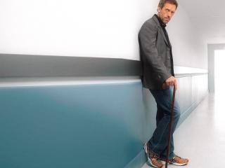 обои Доктор Хаус у белой стеночки фото