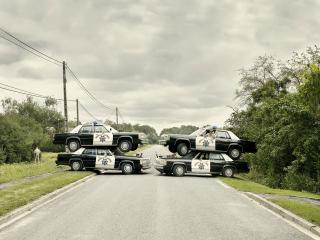 обои Полицейские машины столбики фото