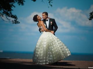 обои Влюблённая пара танцует фото