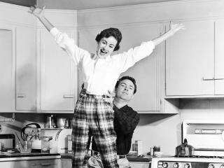 обои Ч/б Счастливые на кухне фото