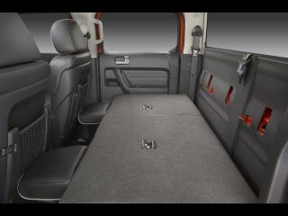 обои Hummer H3T Alpha Rear Seat Features Fold Flat Capability for Additional Storage фото