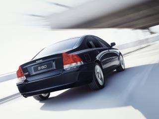 обои Volvo S60 чёрного цвета вид сзади фото