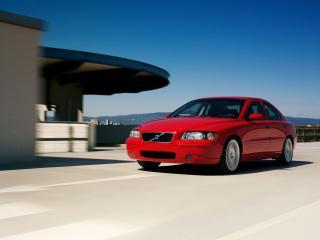 обои Volvo S60 красного цвета в движении фото