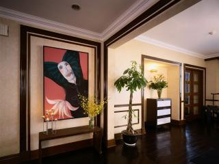 обои Картина в прихожей под дерево фото