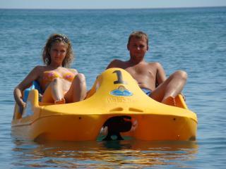 обои На катамаране в море фото