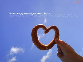 обои Любовь, бублик и надпись - Ты любишь, потому что просто не можешь не любить. фото