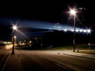 обои Два одиноких фонаря на дороге фото