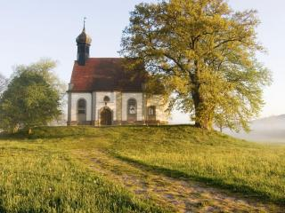 обои Chapel on the Hill фото