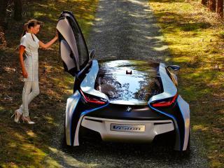 обои BMW EfficientDynamics Concept с открытой дверью сзади рядом с женщиной фото