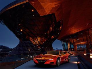 обои BMW-M1 Concept 2008 на фоне стекл дворца фото