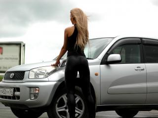 обои Машина и девушка фото