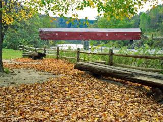 обои Sharon Covered Bridge in Autumn,   Sharon,   Connecticut фото