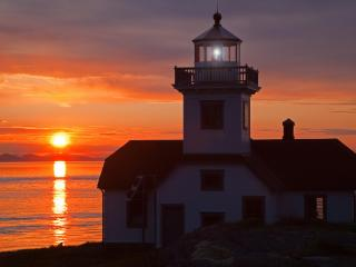 обои Lighthouse at Sunset,   Patos Island,   San Juan Islands,   Washington фото
