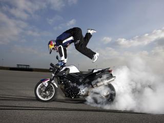 обои Трюк на мотоцикле фото