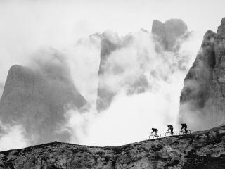 обои Езда по горам на велосипеде фото